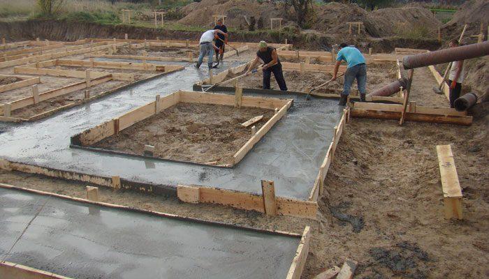 Заливка бетона в фундамент