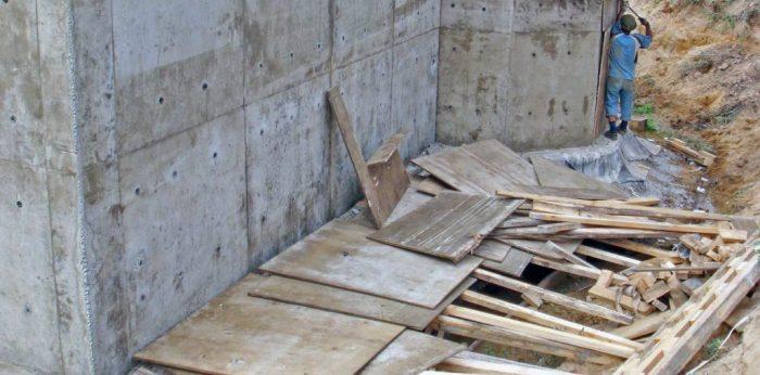 Демонтаж стеновой опалубки