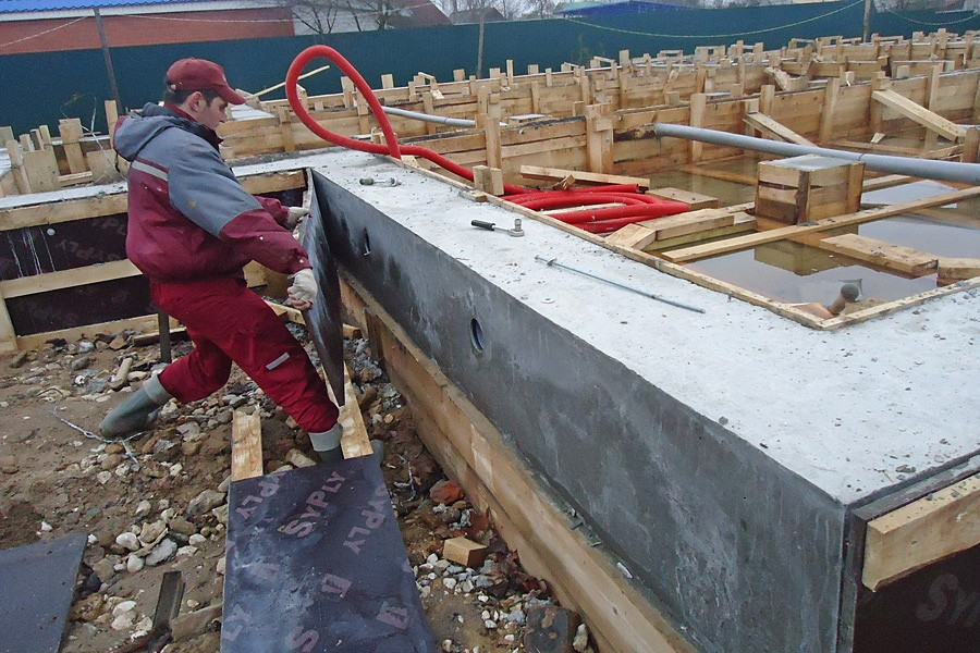 через сколько снимать опалубку с бетона