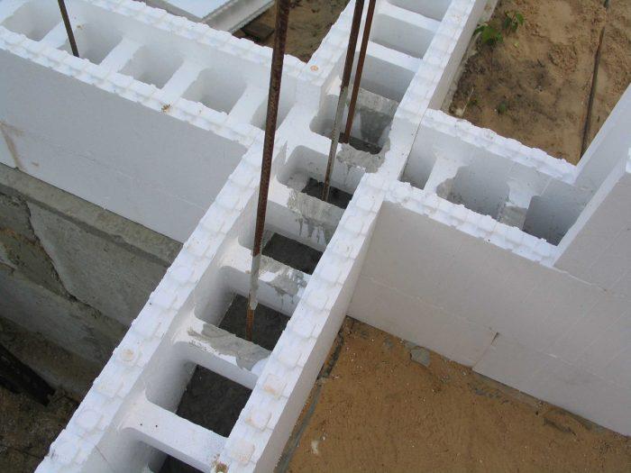 Уложенные блоки из пенопласта