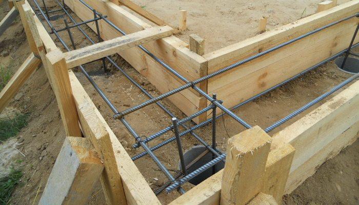 Использование досок при строительстве опалубки