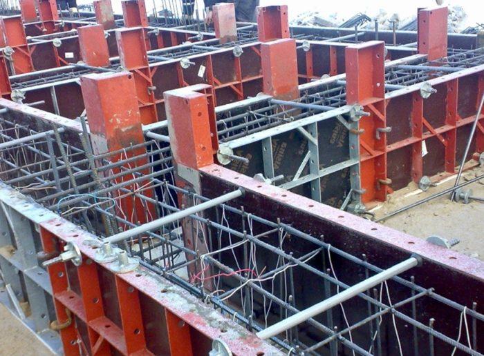 Установленная стальная опалубка