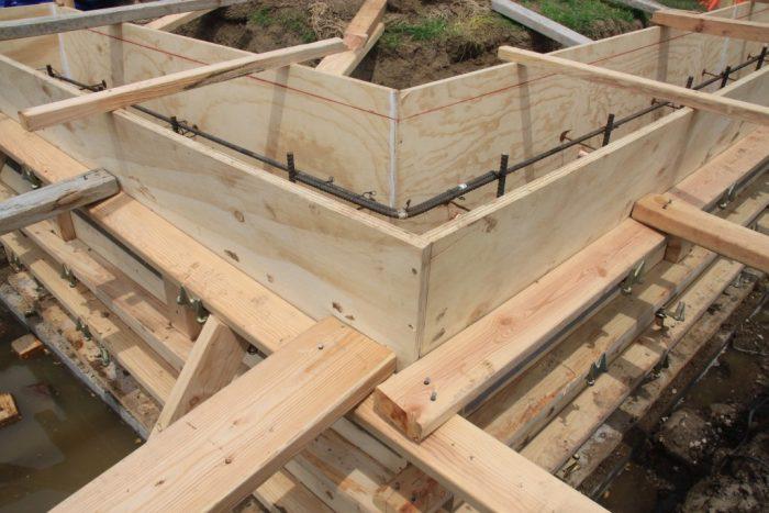 Монтаж опалубки для фундамента дома