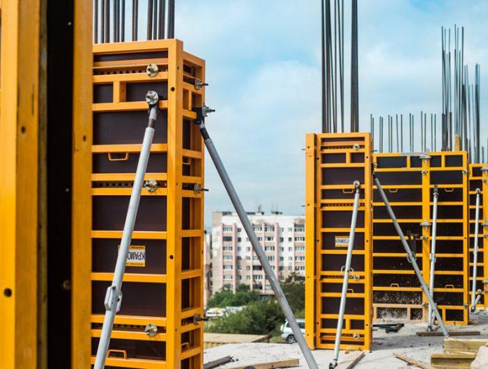 Смонтированные опалубки колонн