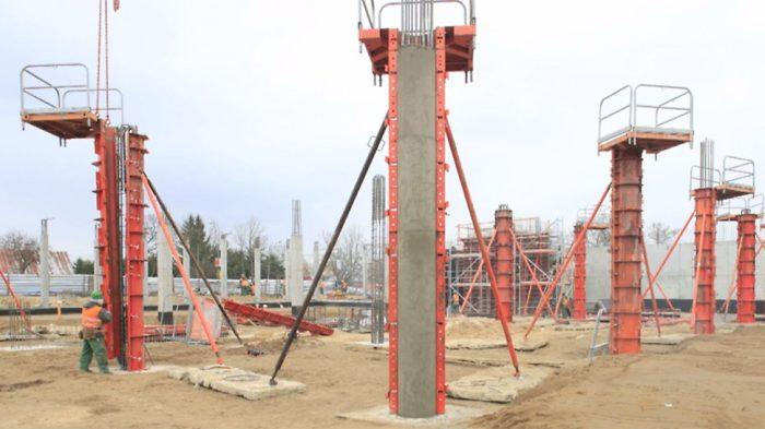 Процесс монтажа опалубки колонн