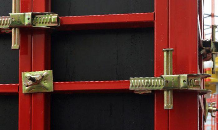 Использование замка для монтажа опалубки